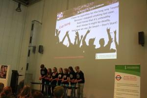 Der Cup-Song der Klasse 8/3 des Geschwister-Scholl-Gymnasiums in Freiberg kam zur Live-Uraufführung ©SLfG