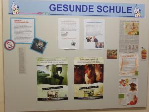 """Wandtafel """"Gesunde Schule"""" wird aktiv von Lehrern und Schülern genutzt©SLfG"""