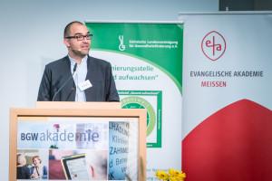Christian Kurzke von der Evangelischen Akademie Meißen - Kooperationspartner des Fachtages - moderierte die Veranstaltung©André Wirsig im Auftrag der SLfG