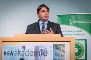 Eröffnung des 11. Fachtages durch Stephan Koesling, Geschäftsführer der Sächsischen Landesvereinigung für Gesundheitsförderung ©André Wirsig im Auftrag der SLfG