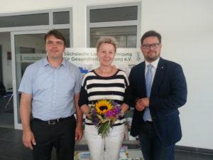 Helma Orosz zusammen mit Stephan Koesling, Geschäftsführer der SLfG (l.), und Lars Rohwer, Präsident der SLfG (r.)©SLfG