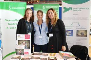 Das MiMi-Team am Infostand zum Deutschen Präventionstag: Juliane Leuckfeld, Nadine Lange und Elham Mehdi©SLfG