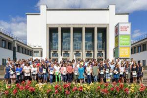 Die 30 prämierten Einrichtungen der 1. Stufe des 6. Kinder-Garten-Wettbewerbs©André Wirsig im Auftrag der SLfG