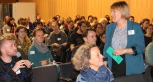 Fachtag, hier rechts im Bild: Kerstin Schnepel, Projektleiterin für den Bereich Lebenskompetenzförderung©SLfG